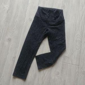 (2) Lululemon Align cropped tights!